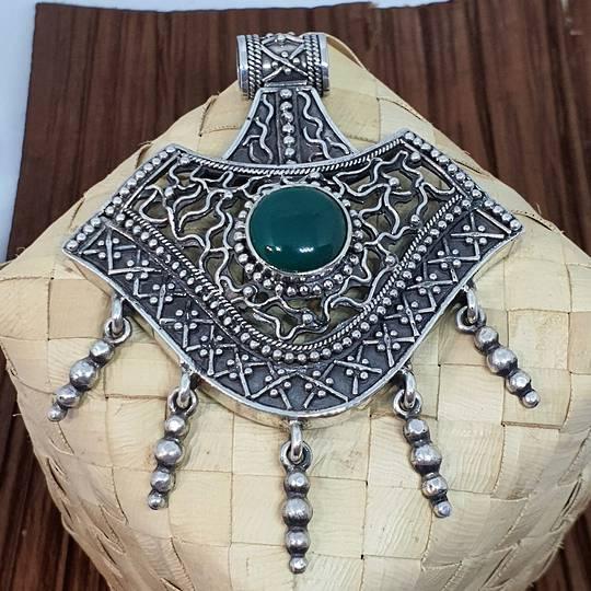 Spectacular green gemstone sterling silver pendant