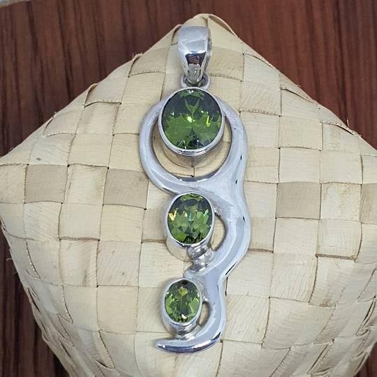 Green peridot pendant