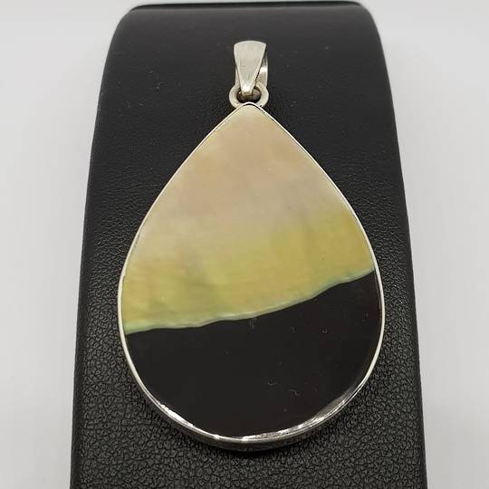 Black and caramel silver shell pendant