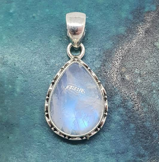 Sterling silver teardrop moonstone pendant