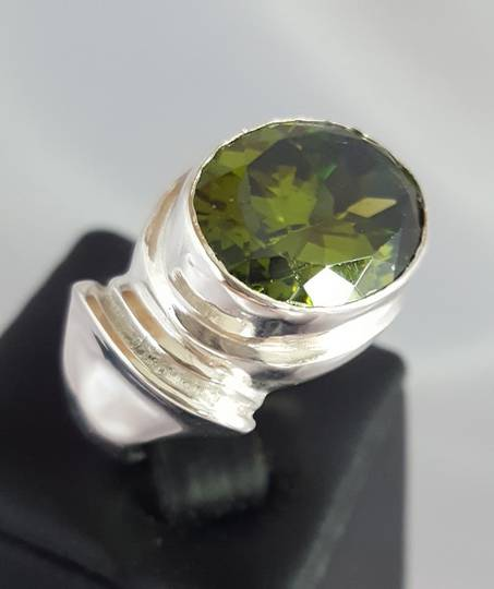 Large oval green facet gemstone silver ring