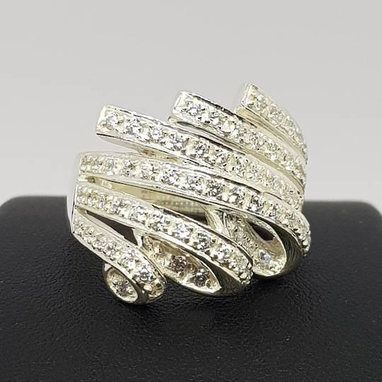 Glittering cubic zirconia dress ring