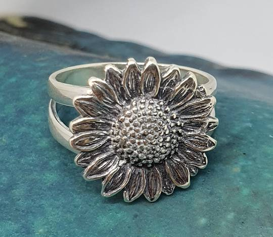 Sterling silver daisy ring - one only