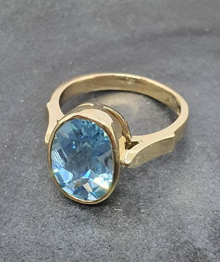 9ct yellow gold, blue topaz solitaire ring