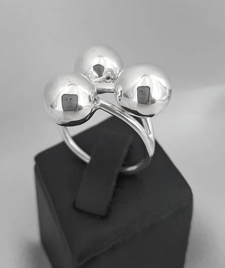 Contemporary silver ball ring