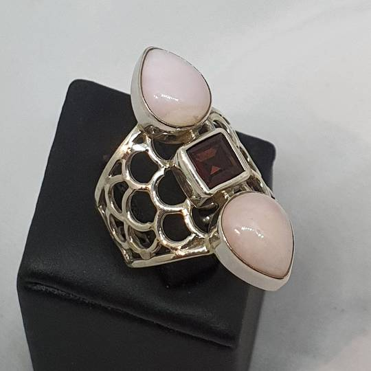Rose quartz and garnet gemstone ring