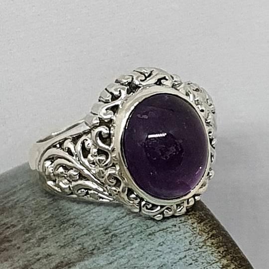 Sterling silver oval amethyst gemstone ring