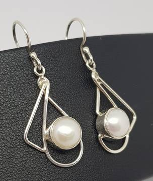Silver pearl earrings with open silver frame