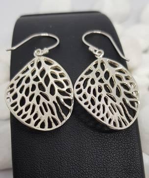 Fun leaf earrings with infinite holes