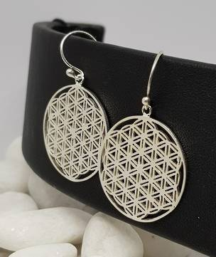 Silver earrings with triangle infinity pattern