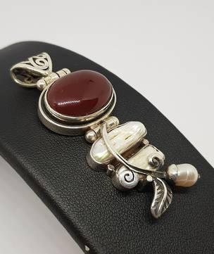 Carnelian and fresh water pearl pendant