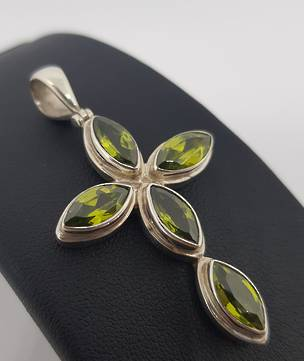 Facet cut green peridot pendant cross