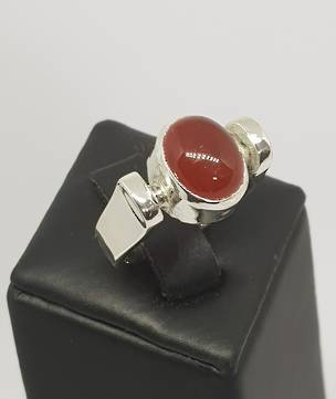 Silver carnelian ring