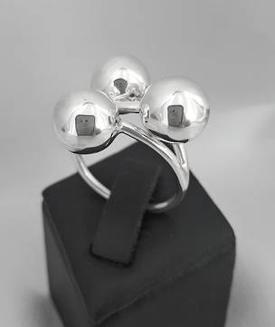 Contemporary silver ball ring