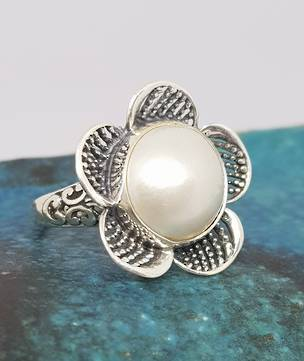 Sterling silver white pearl ring in a flower design