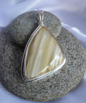 Sterling silver natural agate pendant