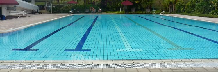 don't wear silver jewellery in the pool
