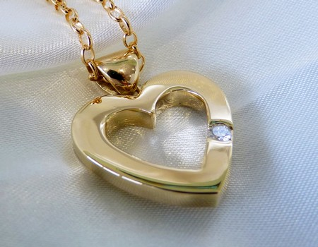 gold-heart-pendant-custom-made-in-New-Zealand