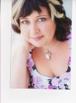 Emma Thorpe wears silver nautilus pendant 3