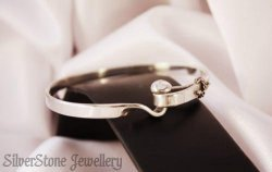 made in NZ silver bangle with clasp 1