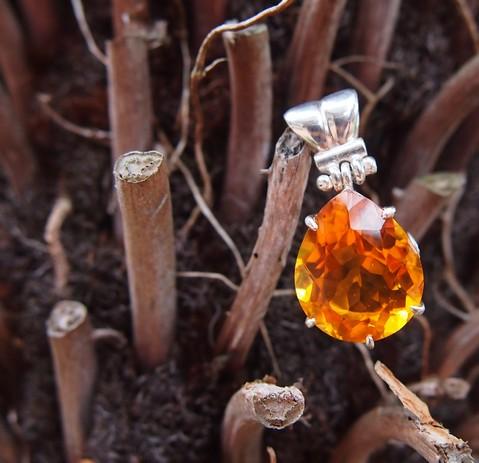 NZ-made-gemstone-pendant