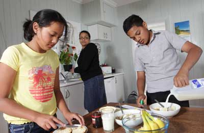 girl-boy-making-breakfast-IMG-8654