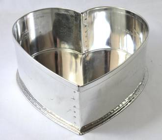 "Heart Cake Tin 27.5cm or 11"" (Top Quality)"