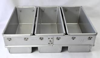 680gm Bread Pan (Set of 3) Top measure: 455x260mm, 120mm deep - UNAVAILABLE