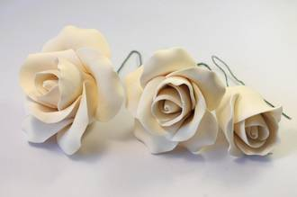 Icing Ivory Rose Mix, 25mm. 45mm, 65mm roses (box 24)
