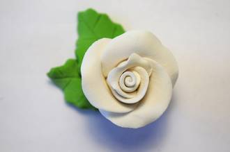 Icing White Roses With Leaves 40mm.  Box of 144
