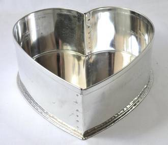 "Heart Cake Tin 41cm or 16"" (Top Quality)"