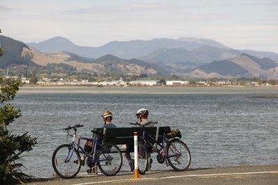 Cyclists Waimea Estuary