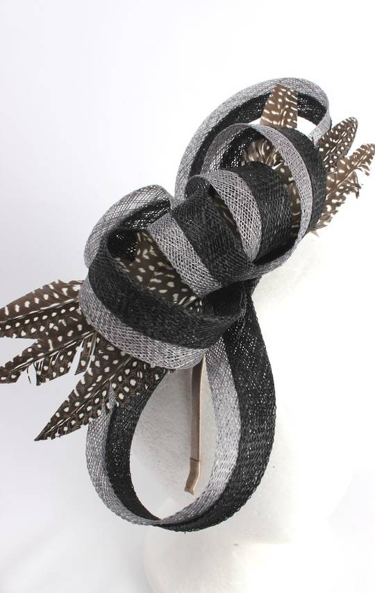 Stunning fascinator w looped ivory and blk sinamay petals and speckled feather flower   Style : HS/3014
