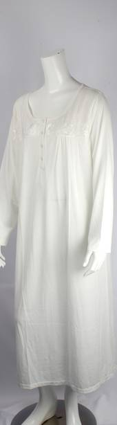 Cotton knit nightie w long sleeves and  embroidered flowers ivory Style:AL/ND-280