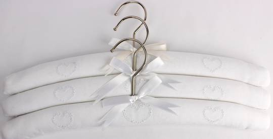 Embroidered coat hangers-set of 3 'Heart' Code:EH/HEA/WHI