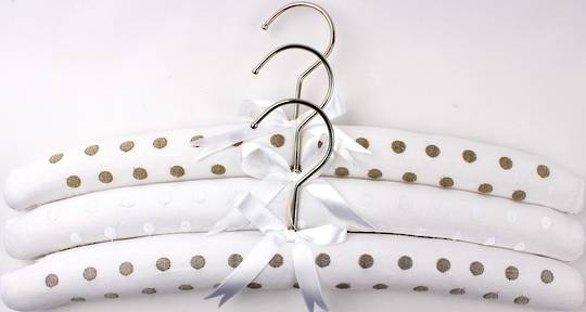 Embroidered coat hangers-set of 3 'New spot' Code:EH/NEWSPOT/WHT