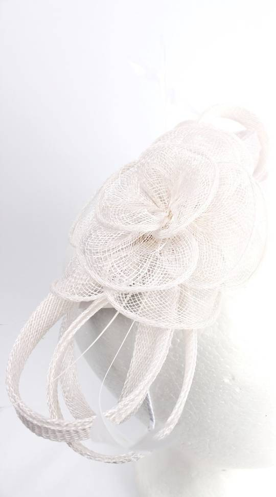 Fascinator w sinamay flower and feathers ivory Style : HS/3011