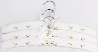 Embroidered coat hangers-set of 3 'Daisy' Code:EH/DAI/WHT