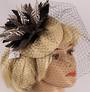 Head band net  hatiinator w black and white feathers naturalSTYLE: HS/3027 /NAT
