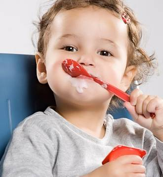 Tips on getting toddlers to use cutlery