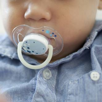 10 Steps to ditching your toddler's dummy