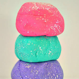 Make your own sparkly glitter play dough