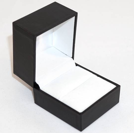 SDRL - LARGE RING BOX LEATHERETTE BLACK NO LINE WHITE VELVET PAD