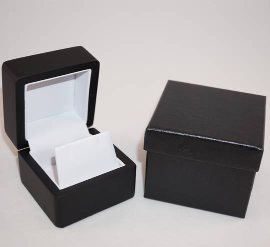 SMALL EARRING BOX MATT BLACK WOOD WHITE FLAP