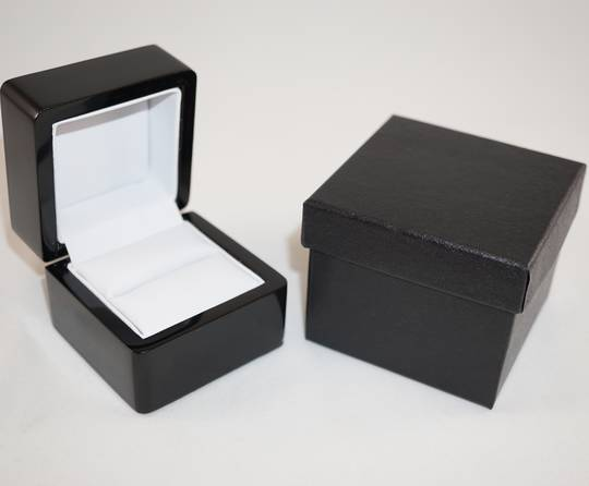 SMALL RING BOX GLOSS BLACK WOOD WHITE PAD