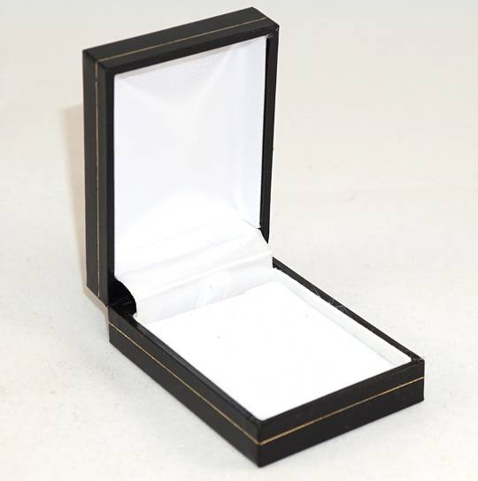 SDSP - SMALL PENDANT/EARRING BOX LEATHERETTE BLACK WHITE VELVET PAD