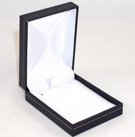 SC17 - PENDANT BOX LEATHERETTE NAVY WHITE PAD
