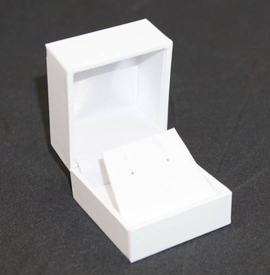 SDRFL - EARRING BOX LEATHERETTE WHITE NO LINE WHITE VINYL FLAP