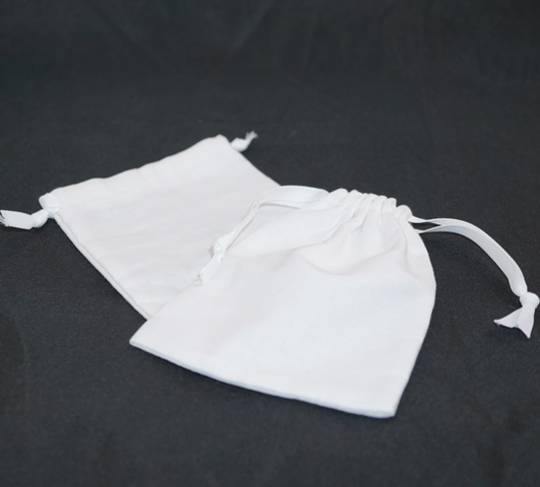 LARGE CALICO POUCH WHITE/WHITE RIBBON 95 X 130 MM