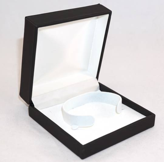 IMB - BANGLE IMITATION LEATHER BOX BLACK WHITE C CLIP